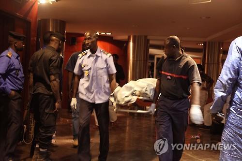 알카에다 연계단체 말리 호텔서 유혈 인질극…시신 27구 발견