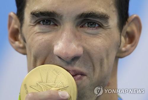 지난달 리우 올림픽에서 금메달 획득한 펠프스 모습[AP=연합뉴스 자료사진]