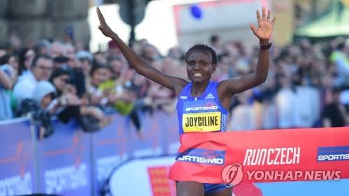 여자 하프마라톤 세계 기록 달성 순간