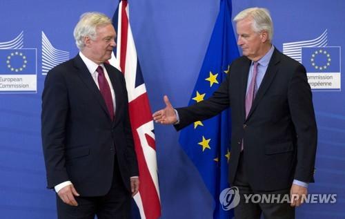 EU-영, 브렉시트 협상 개시 [브뤼셀 AP=연합뉴스]