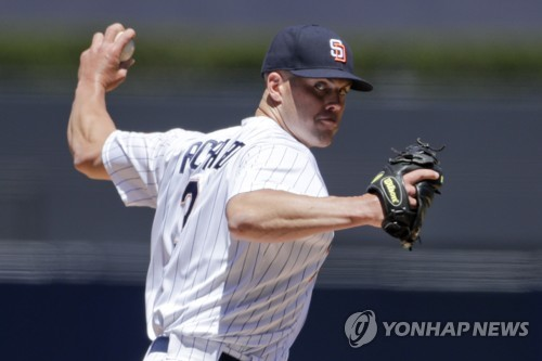 MLB 윌 마이어스 한 이닝에 2루, 3루, 홈도루까지 성공