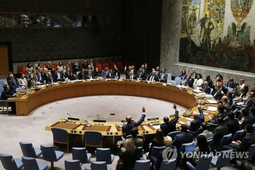 유엔 안보리 회의에서 대북제재 결의 2375호를 채택하는 모습