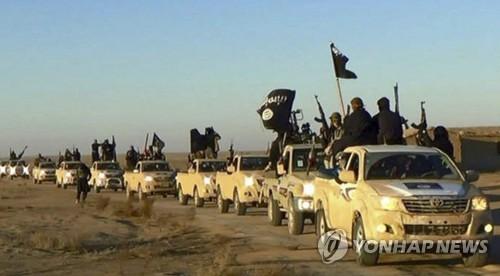 시리아에서 이라크로 이동하는 IS 조직원 행렬