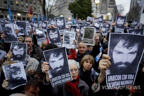 '아르헨티나 20대 시민운동가 실종' 진상조사 촉구하는 시위[AP=연합뉴스 자료사진]