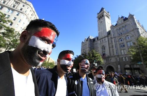 트럼프 정부의 반이민 행정명령 반대 집회 참석자들