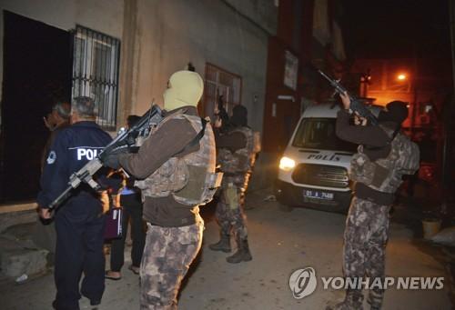 작년 11월 IS 조직원 은신처를 급습한 터키경찰