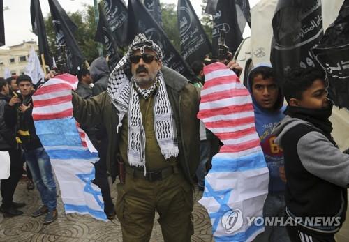 미국의 예루살렘 수도 선언에 항의하는 팔레스타인 시위대