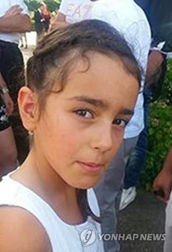 시신으로 발견된 프랑스의 8세 소녀 마엘리스의 생전 모습