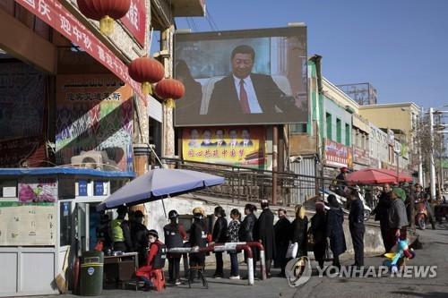 中, 신장지역 빅데이터 동원해 '일거수일투족' 감시 (AP=연합뉴스)