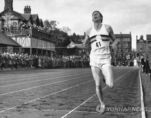 1954년 1마일 4분 기록 깰 당시 로저 배니스터
