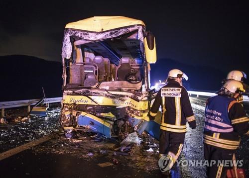 독일 고속도로서 발생한 버스 충돌 사고 현장 [AP=연합뉴스 자료사진]