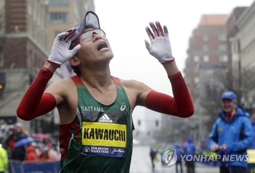 가와우치 유키의 보스턴 마라톤 결승선 통과 직후 모습