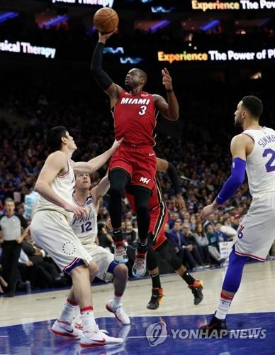 NBA 마이애미, 웨이드 앞세워 필라델피아 격파…1승1패 동률