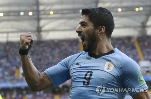 [월드컵] 수아레스, 100번째 A매치 자축포…우루과이 16강행 견인