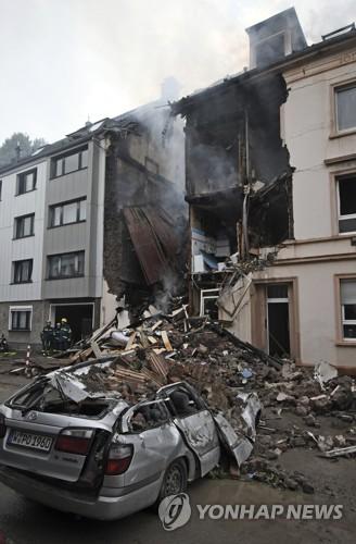 독일 부퍼탈서 3층 건물 폭발…4명 중상 등 25명 부상