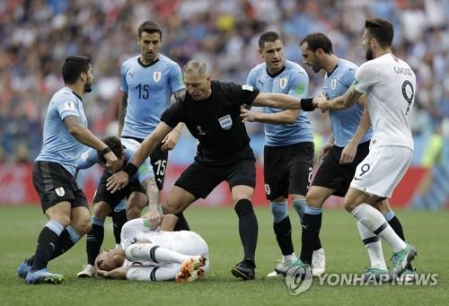 [월드컵] 결승전 주심 피타나는 전직 배우…'할리우드 액션은 금물'