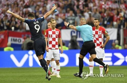 """[월드컵] """"그게 페널티라고?"""" BBC 해설진 일제히 '오심' 단언"""