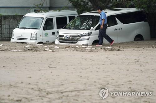 홋카이도 지진 영향으로 흙에 묻힌 차들