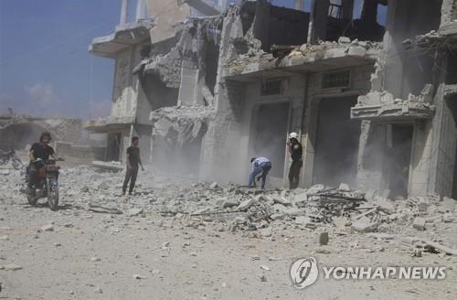 9일 러시아·시리아군의 공습에 파괴된 이들립의 거리