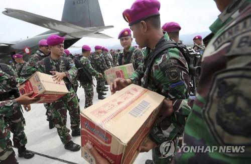 인도네시아 지진참사 지역 도착하는 구호 물품