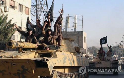 """푸틴 """"IS, 시리아 동부서 서유럽인 등 인질 700명 억류"""""""
