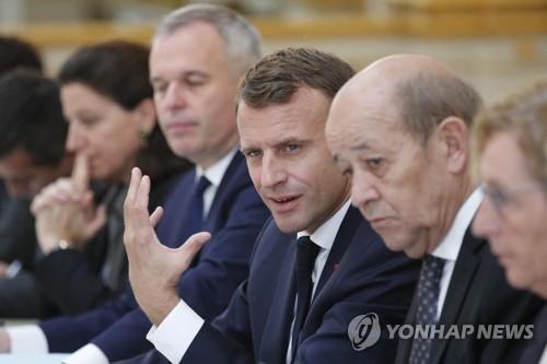 """마크롱 '정면 돌파'…대국민 담화서 """"국가개조 계속할 것"""""""