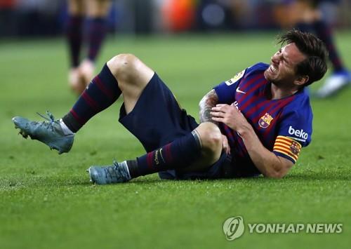 메시, 1골 1도움 기록하고 팔 골절 부상…팀은 4-2 승리