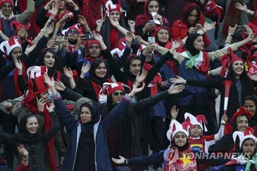 테헤란에서 열린 ACL 결승전에 입장한 이란 여성 관중