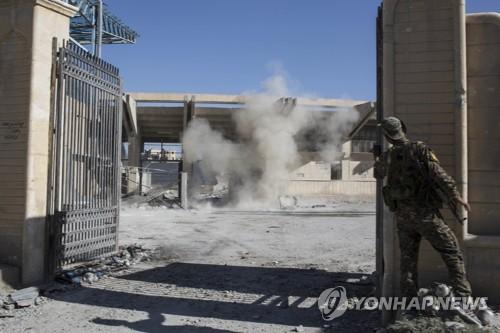 """시리아 """"美동맹군 작전은 범죄…유일한 병원도 파괴"""""""