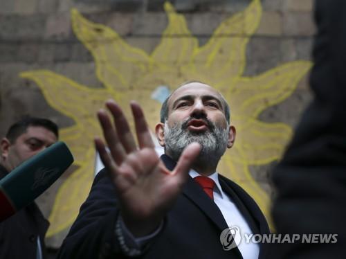 '무혈 시민혁명' 이끈 아르메니아 총리대행, 조기총선 압승