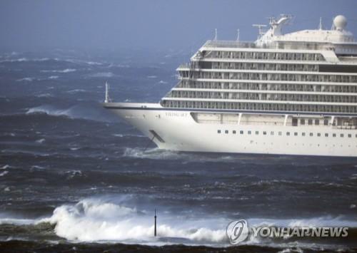 노르웨이 해안서 크루즈선 고장…탑승자 1천300명 헬기로 대피중(종합)