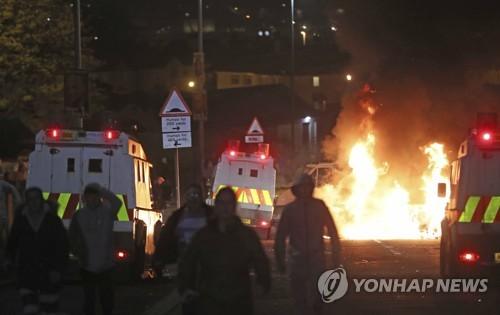 북아일랜드 폭동서 여기자 총격 사망…경찰, 신IRA 배후 추정(종합)