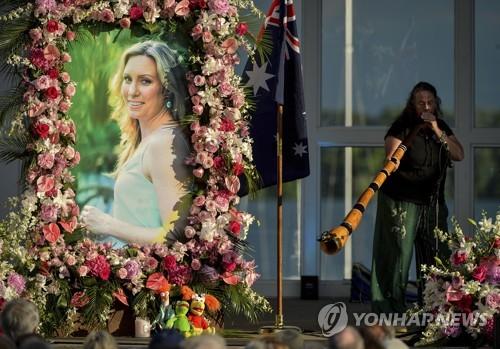 美 경찰관 총에 숨진 호주여성 유가족에 2천만달러 배상