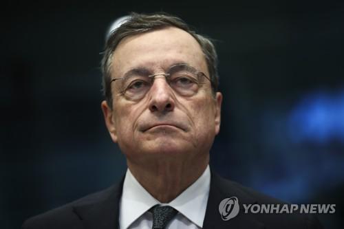 ECB 총재, '경기부양책은 환율조작' 트럼프 의심에 강력 반발
