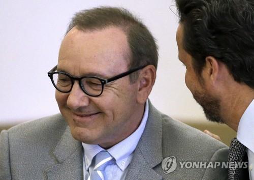 케빈 스페이시, 10대男 성추행 혐의 벗어…검찰이 공소취소