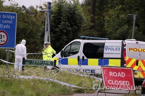 英서 경찰관 살해 사건 발생…용의자 10명 체포
