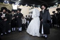 ′이색 결혼식 풍경′…′초정통 유대교′의 결혼식