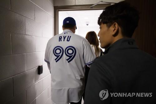 """MLB닷컴 """"99번 류현진·33번 김광현, 최고의 새 유니폼"""""""