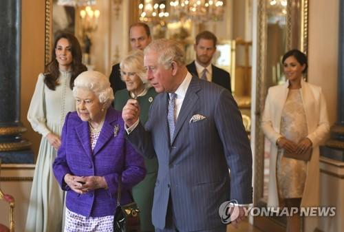 영국 여왕, 손자 해리 왕자 부부 '독립선언' 수용키로(종합)