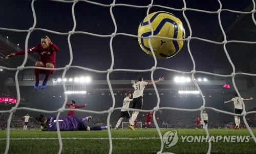 리버풀, 맨유 2-0으로 완파…파죽의 22경기 무패 행진