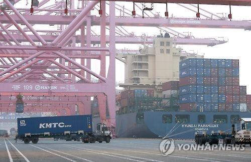 부산항 신항 컨테이너 하역작업[연합뉴스 자료사진]