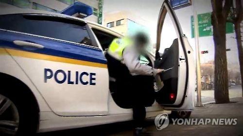 '생명 구한 질주' 광주서 낚싯바늘 삼킨 4살 아이 살린 경찰관