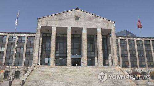 학위 수여식서 총장사퇴 시위…업무방해 혐의 조사