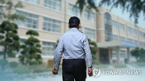 하루 15시간 야간 당직 학교경비원...산재 인정 못받아(CG)