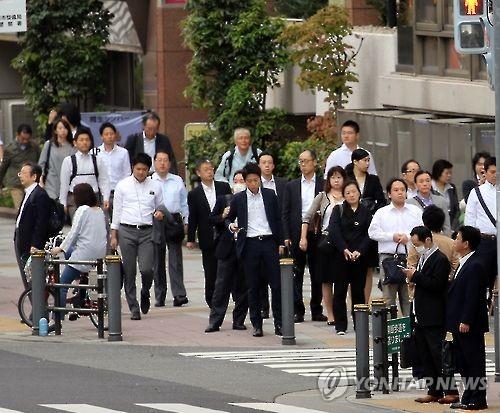 도쿄의 샐러리맨 [연합뉴스 자료사진]
