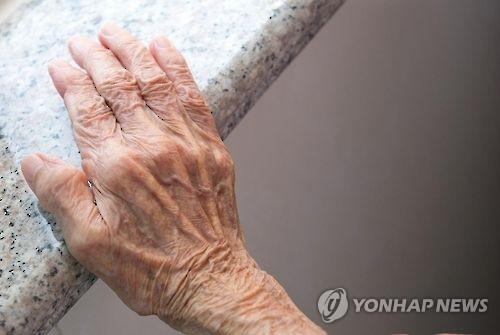 노인 손  [게티이미지뱅크 제공=연합뉴스]