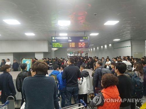 혼잡한 김해공항