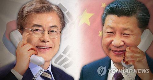 5月11日,文在寅(左)同中国国家主席习近平通电话,双方就朝核问题等两国关切交换了意见。(韩联社)