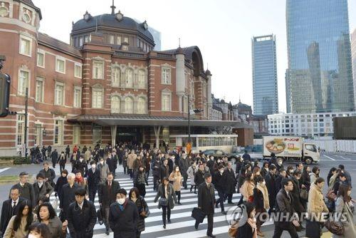 출근길의 직장인들(일본 도쿄역)