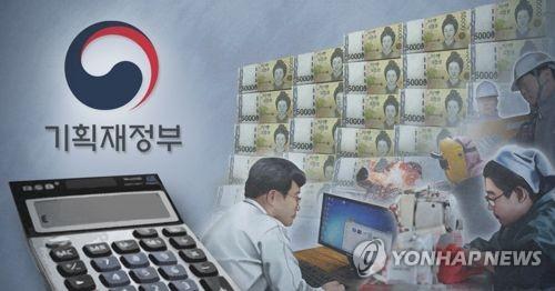 """일자리 조기예산 3분의2 상반기 지출… """"최저임금 충격흡수"""""""